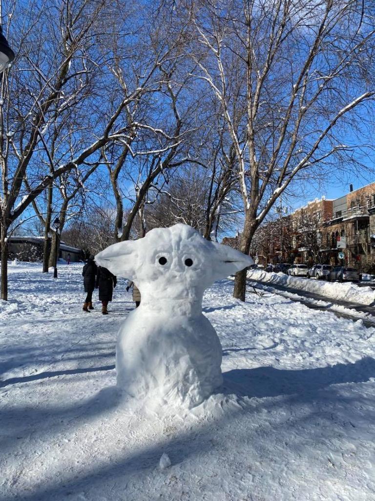 Bébé Yoda de neige du Petit-Laurier dans le secteur du Plateau Mont-Royal