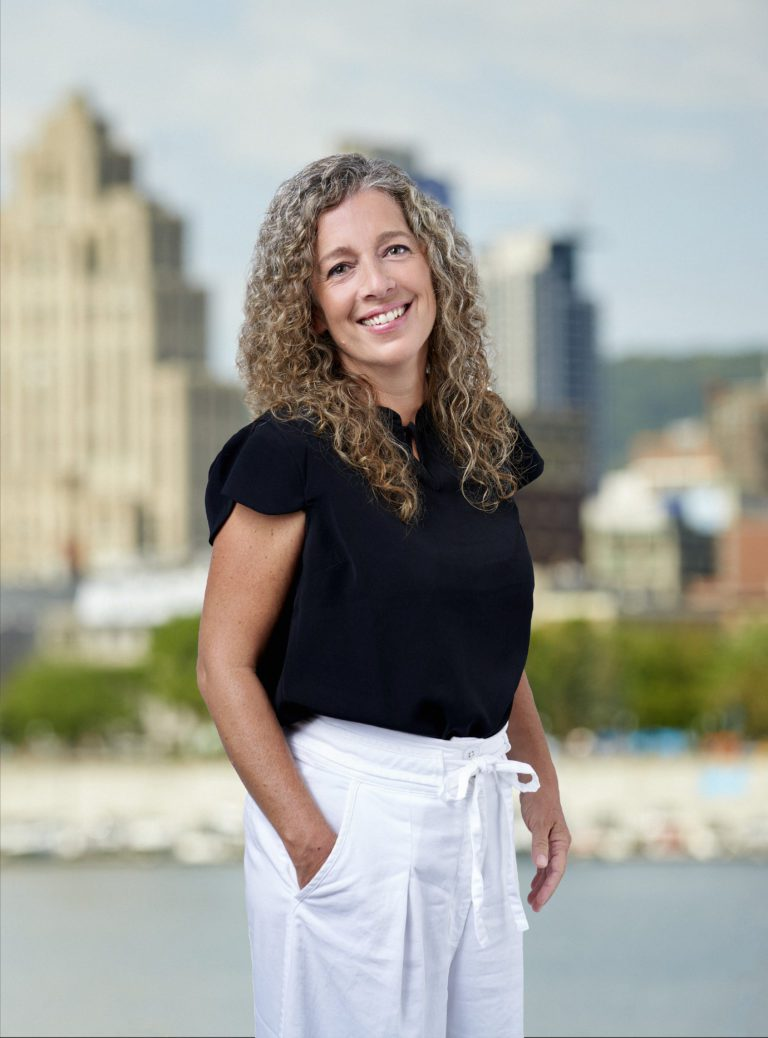 Geneviève McClatchie - Adjointe aux courtiers immobiliers Équipe YESARRAZIN - Courtiers immobiliers Montréal